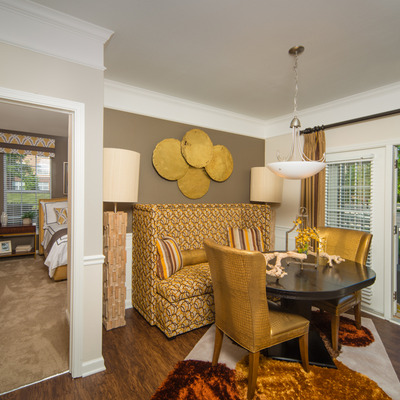 9-foot ceilings with tray accent in living room